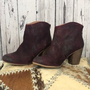 BP red ankle boots